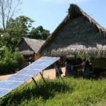 Energía solar con paneles fotovoltaicos usados en la Amazonía.