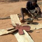 El emprendedor africano que salvó a su pueblo con aerogeneradores caseros