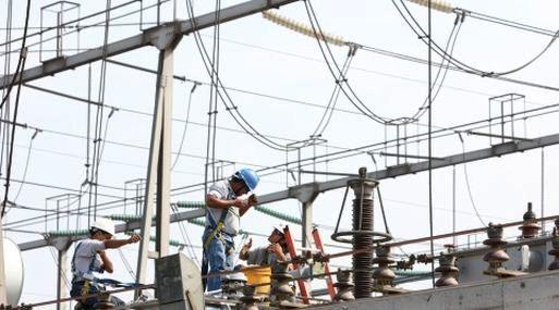 SUBESTACION DE ENERGIA REP, ELECTRICIDAD, CENTRAL ELECTRICA, TORRES DE ALTA TENSION. HORIZONTAL.