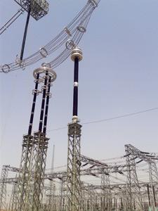 UHV transformador de tensión capacitivo y post bus aislante en la estación de prueba nacional.