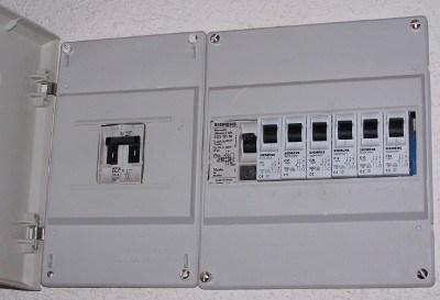 Circuito Electrico Simple De Una Casa : Interruptores termomagnéticos y diferenciales sector electricidad