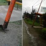 """Argentina: Un poste de alumbrado """"cuelga"""" de los cables"""
