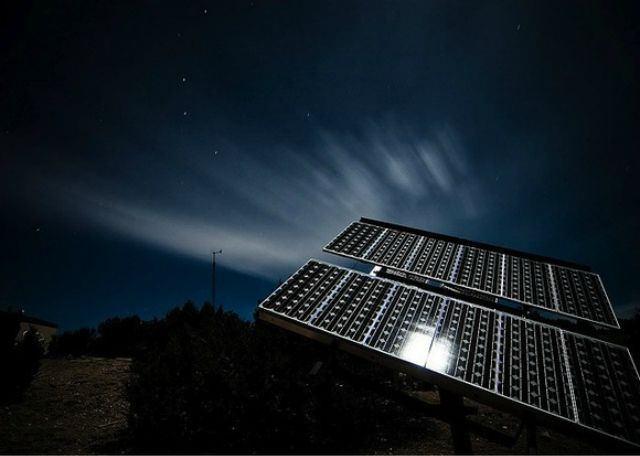 energia solar en la noche