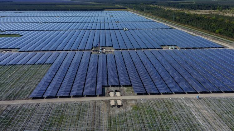 La-planta-fotovoltaica-de-Cestas-de-300MW-es-la-mayor-de-Europa.