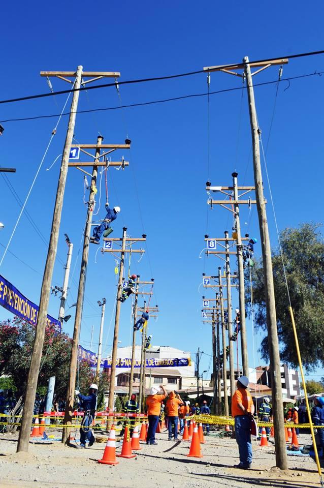 Competencias del rodeo de linieros de ELFEC-1