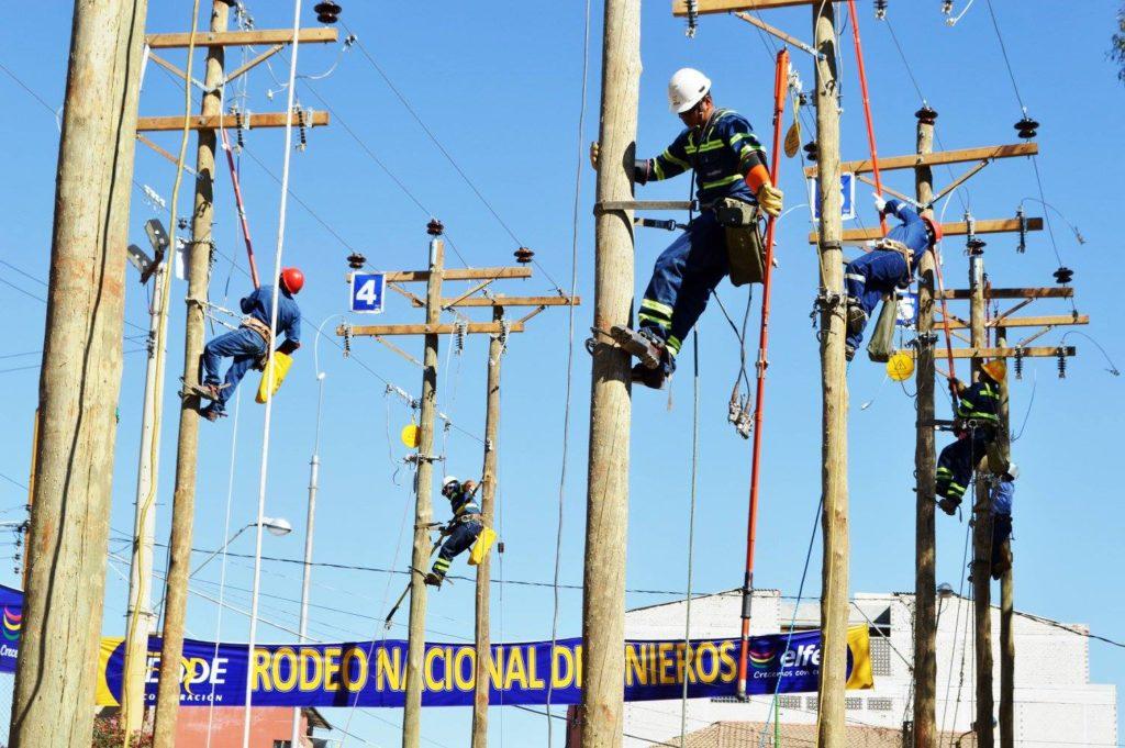 Competencias del rodeo de linieros de ELFEC-4