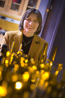 220px-Professor_Lene_Hau_in_her_laboratory_at_Harvard