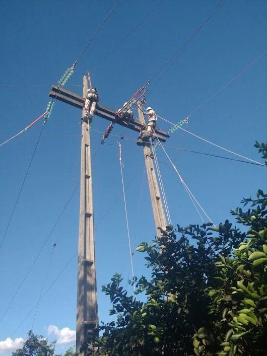 Línea de transmisión 69kV biposte